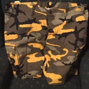 Other - New men's cargo style camo board shorts